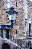 Die alte Straßenlaterne im Tower von London Lizenzfreies Stockbild