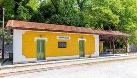 Die alte traditionelle Bahnstation in Milies-Dorf, Pelio, Griechenland Stockbilder