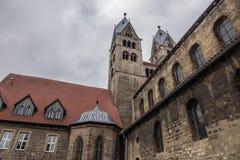 Die alte und alte Kirche in Halberstadt, Deutschland Lizenzfreies Stockfoto