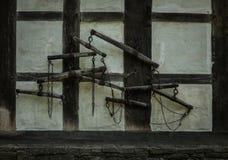 Die alte Wand mit Rockern des Fachwerk- Bauernhauses Stockbild