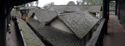 Die alte Wohndachspitze panoramisch Lizenzfreie Stockfotos