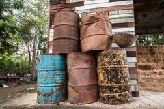 Die alten Öltanks Stockfotos