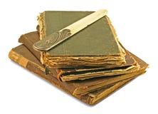 Die alten Bücher und das Messer des Knochenelfenbeins Stockbild