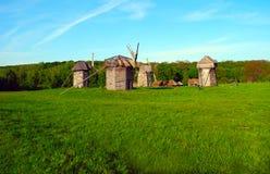 Die alten hölzernen Mühlen Lizenzfreie Stockfotos