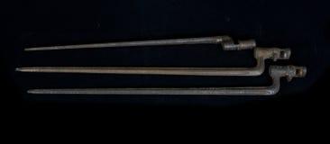 Die alten historischen Waffen, altes Bajonett auf einem Gewehr Stockfotos