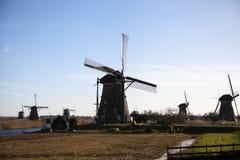 Die alten niederländischen Windmühlen, Holland, ländliche Ausdehnungen Windmühlen, das Symbol von Holland Stockbilder