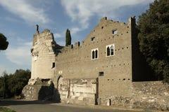 Die alten Ruinen des Grabs von Caecilia Metella stockbilder