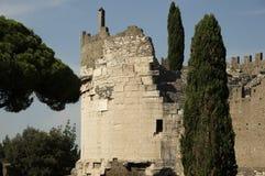 Die alten Ruinen des Grabs von Caecilia Metella stockfoto