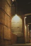 Die alten Steinsäulen der Brücke Stockfotografie