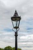 Die altmodische Straßenlaterne, London, England Stockbild
