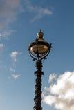 Die altmodische Straßenlaterne, London, England Lizenzfreies Stockfoto