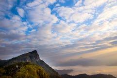 Die Altocumuluswolke ist schön stockfotos