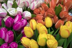 Die Andenken bei Bloemenmarkt - sich hin- und herbewegender Blumenmarkt auf Singel-Kanal amsterdam netherlands Stockfotografie