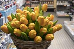 Die Andenken bei Bloemenmarkt - sich hin- und herbewegender Blumenmarkt auf Singel-Kanal amsterdam netherlands Lizenzfreie Stockfotografie