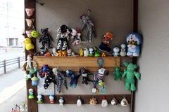 Die angefüllten Spielwaren bei einem Haus in Fukuoka, Japan stock abbildung