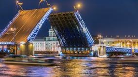 Die anhebende Palastbrücke und das Kunstkamera-timelapse