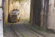 Die Ankunft von Lavra Funicular in Lissabon Lizenzfreie Stockfotografie