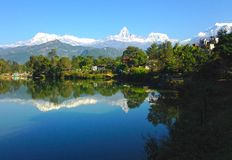 Die Annapurna-Strecke und der Phewa See, Pokhara stockfotografie