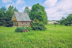 Die Ansicht über die alte Sauna, die Luft ist frisch und sauber Stockfotos