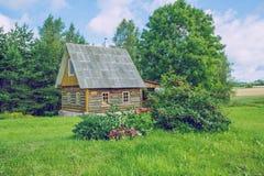 Die Ansicht über die alte Sauna, die Luft ist frisch und sauber Lizenzfreie Stockfotos