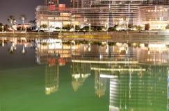 Die Ansicht über Burj Khalifa und künstlicher See Stockfoto