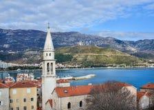 Die Ansicht über die alte Stadtmitte von Budva, Montenegro, der Typ Stockbilder