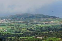 Die Ansicht über Dorf in Azoren stockfoto