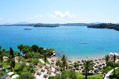 Die Ansicht über Strand im Luxushotel Stockfoto