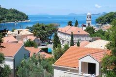 Die Ansicht an Cavtat-Stadt in Kroatien Stockbild