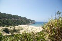 Die Ansicht der Bucht mit einem wilden Strand Lizenzfreies Stockbild