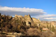 Die Ansicht der Narkala-Festung in Tiflis-Stadt im Winter vom botanischen Garten, Georgia Stockfotografie