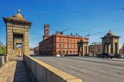 Die Ansicht der Staro-Kalinkinbrücke über dem Fontanka-Fluss Stockfotografie