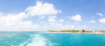 Die Ansicht der Tropeninsel und der umgebende Ozean, von Isla Mujeres nahe Cancun, Mexiko lizenzfreie stockbilder