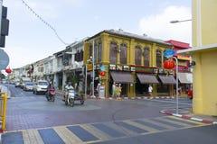 Die Ansicht des alten Chino-portugiesischen Gebäudes im alten Stadtbezirk von Phuket, Thailand Lizenzfreie Stockbilder