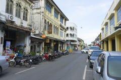 Die Ansicht des alten Chino-portugiesischen Gebäudes im alten Stadtbezirk von Phuket, Thailand Lizenzfreie Stockfotografie