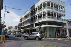 Die Ansicht des alten Chino-portugiesischen Gebäudes im alten Stadtbezirk von Phuket, Thailand Lizenzfreie Stockfotos