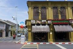 Die Ansicht des alten Chino-portugiesischen Gebäudes im alten Stadtbezirk von Phuket, Thailand Stockfoto