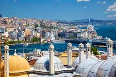 Die Ansicht des Bosphorus mit der Bosphorus-Brücke von der Suleymaniye-Moschee, Istanbul lizenzfreie stockfotografie