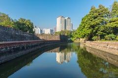 Die Ansicht des Forts Santiago und der Gebäude entlang dem Pasay-Fluss Stockfotografie
