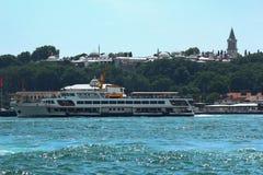 Die Ansicht des Osmanezeitraum topkapi Palastes vom Meer lizenzfreie stockfotos
