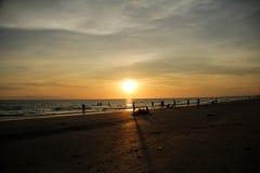 Die Ansicht des Sonnenuntergangs in dem Meer Lizenzfreies Stockfoto