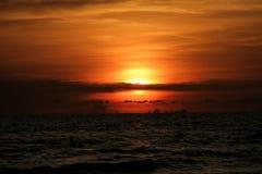 Die Ansicht des Sonnenuntergangs in dem Meer Lizenzfreies Stockbild