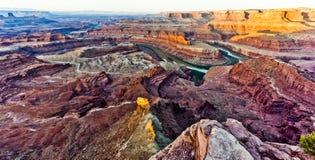 Die Ansicht, die im Voraus bezahlte Leistungs-Punkt und den Green River in Uta übersieht Stockfotografie