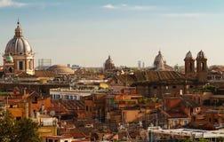 Die Ansicht historischen Architektur Roms und der Stadtskyline Italien Lizenzfreies Stockfoto