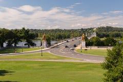 Die Ansicht in Richtung zu Arlington-Kirchhof von Lincoln Memorial Stockfotos