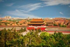 Die Ansicht vom Berg Jingshan zum Tor der Fähigkeit, die Nordtor-Verbotene Stadt stockfoto