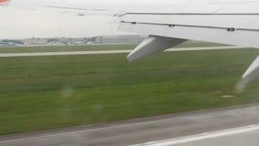 Die Ansicht vom Flugzeugfenster stock video footage