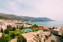 Die Ansicht vom Hotel auf der Promenade von Becici lizenzfreies stockfoto