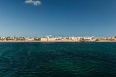 Die Ansicht vom Schiff auf der Küste von Mahdia Lizenzfreie Stockfotos