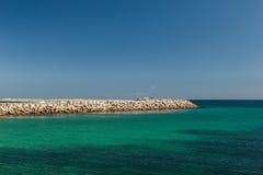 Die Ansicht vom Schiff auf der Küste von Mahdia Stockbild